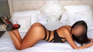 Bruneta hot :